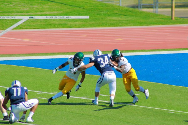 #34 Angus Lund Extra Point Special Team trying to contain 2 guys