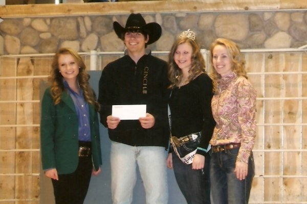 Bob wins $500 scholarship at Midland Bull Test